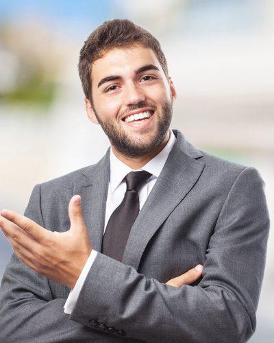 ejecutivo-a-emprendedor-hombre-sonriente-daniel-colombo